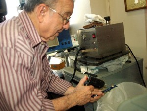 Jewelry Judge Ben Gordon - Steam Cleaning a Ring